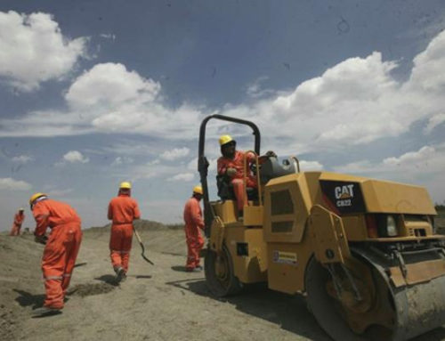 Adjudican obras de caminos provisionales