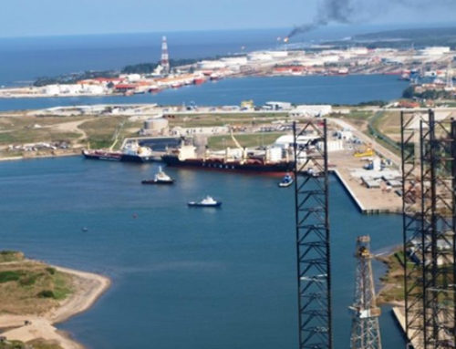 Exigen a López Obrador licitar nueva refinería